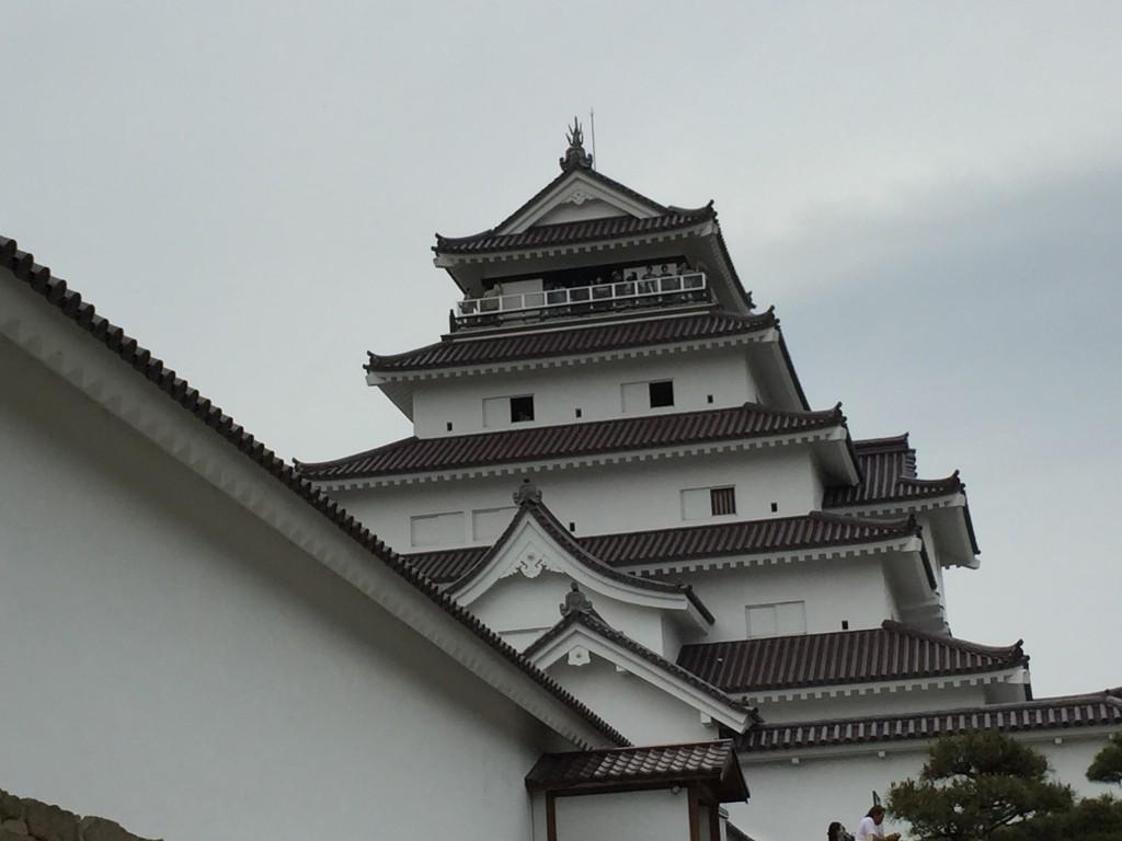 会津若松の象徴である『鶴ヶ城』瓦の色が赤に変わっていました。